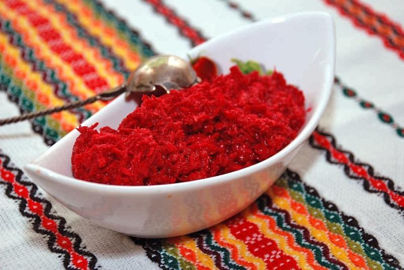 """Хрен в домашних условиях: классический рецепт приготовления, со свеклой и """"хреновина"""" с помидорами"""