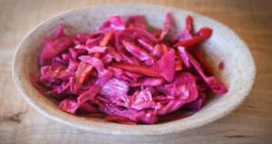 Капуста со свеклой маринованная: рецепт быстрого приготовления