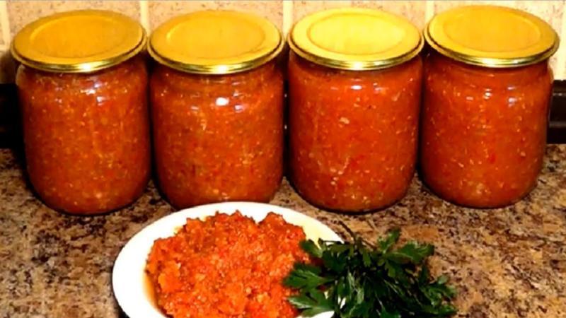 Аджика из помидоров и кабачков